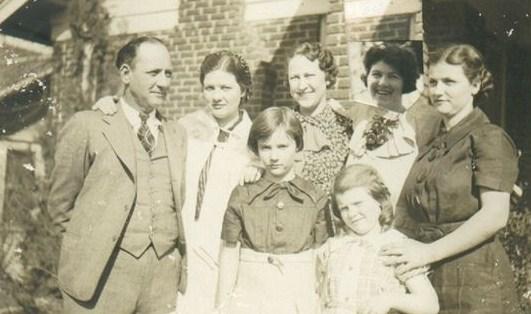 Marshall Barrow, Mary Veazey Barrow Worden, Barbara Barrow, Bertha Arnold, Betty Barrow, Mary Phereby Veazey Barrow, Crystal Barrow (Waller)
